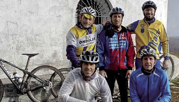 En la Trinidad de Iturgoyen, de izquierda a derecha, comenzando por arriba; Luis Mañeru, David Herreros y Asier Urra. Debajo, Fernando Elorza y Luis Donamaría.