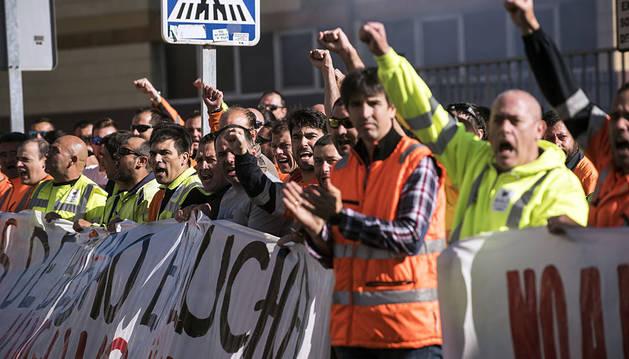 La huelga de estibadores, sin incidentes y con un amplio seguimiento, próximo al 100%