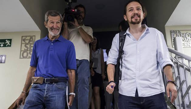 Julio Rodríguez, a la izquierda, junto a Pablo Iglesias.
