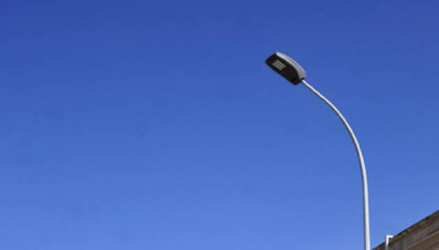 Una de las nuevas luminarias de led instaladas en Falces.