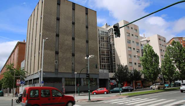 El edificio de Telefónica, entre la avenida de Bayona y la calle Martín Azpilcueta.