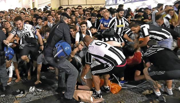 Un momento de la estampida en la plaza de San Carlo en Turín