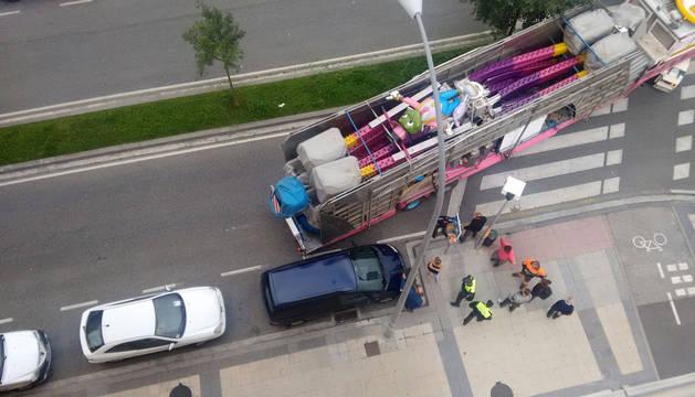 Trasladado al CHN tras sufrir un atropello por un camión en la Rochapea