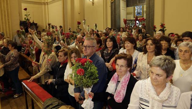 Foto de los asistentes a la última misa de la escalera de San Fermín.