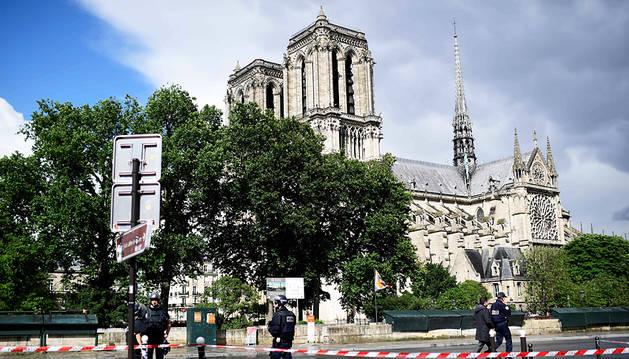 Neutralizado un hombre tras atacar a un policía en París