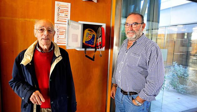 El club de jubilados San Sebastián de Tafalla instala un desfibrilador