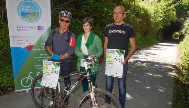 Mikel Albisu (Asociación Baztan-Bidasoa), Amets Inda (alcaldesa de Sunbilla) y Fermín Unzu (Urdi).