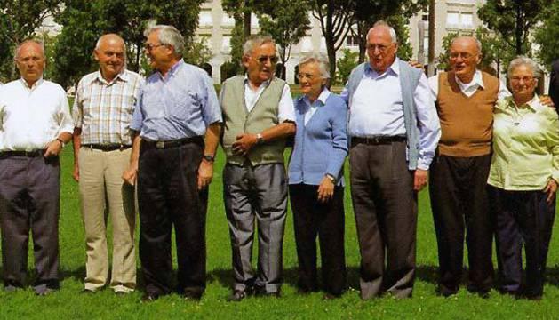 De izda. a dcha.: Rosario, Guadalupe, Jesús, Luis, Ángel, Sixto, Miguel, María Dolores, Ildefonso, Fermín, María, José Mª y Carmen.