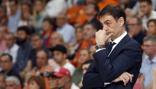 Georgios Bartzokas dirigiendo al Barcelona Lassa
