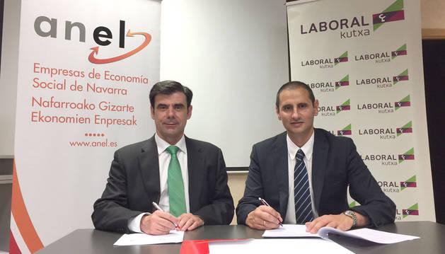 foto de Ignacio Ugalde, presidente de ANEL, y Javier Cortajarena, director territorial de Laboral Kutxa