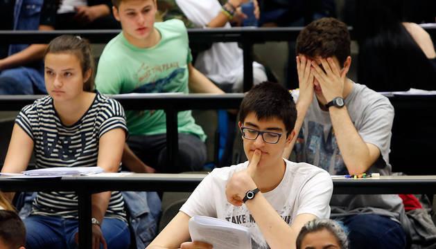Algunos de los 3.000 alumnos que realizan estos días la Selectividad.