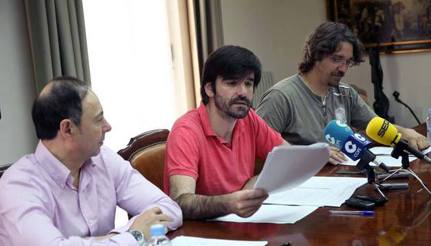 De izda. a dcha., Andrés, Larrarte y López, en la rueda de prensa.