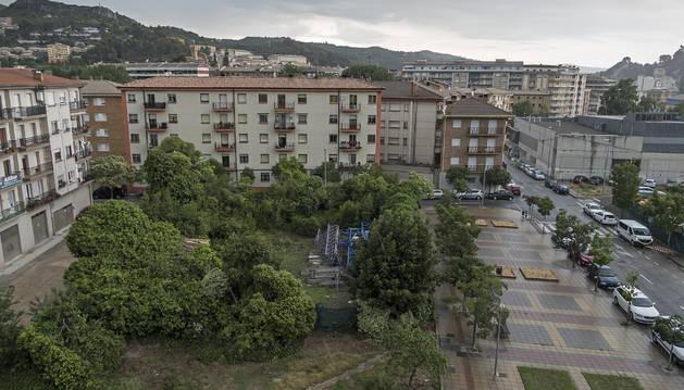 Imagen de parte del solar del Sector B que se va a acondicionar para parking público y área deportiva.