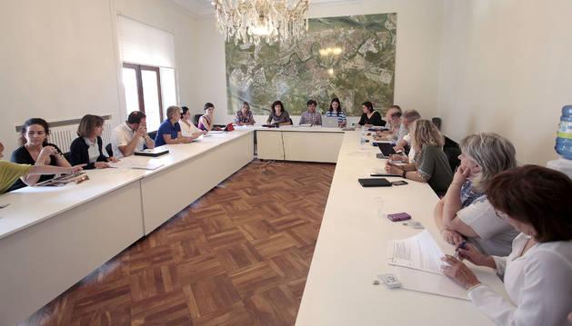 Imagen de la reunión de la Mesa de Comercio celebrada ayer en el Ayuntamiento.
