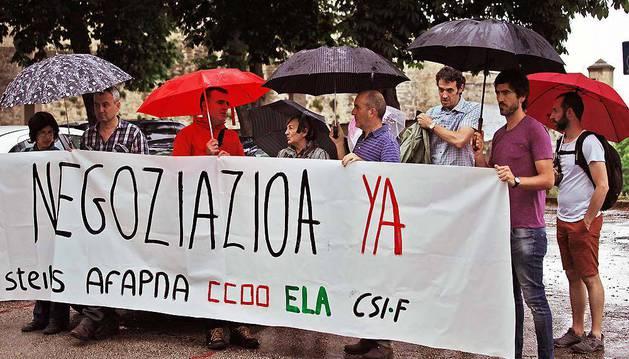 Los sindicatos de la Mesa  de Educación se manifestaron el 29 de mayo pidiendo una negociación.