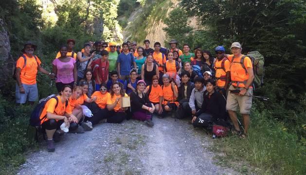 Participantes en una edición anterior de la Transpirenaica Social y Solidaria que atravesará desde mañana suelo navarro.