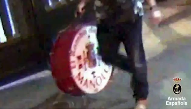 Captura del vídeo difundido por la Armada.