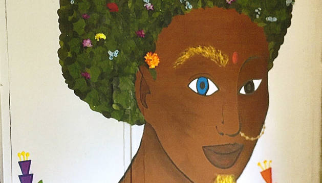 'El árbol de Babel', decoración ganadora en el concurso de fachadas de bajeras