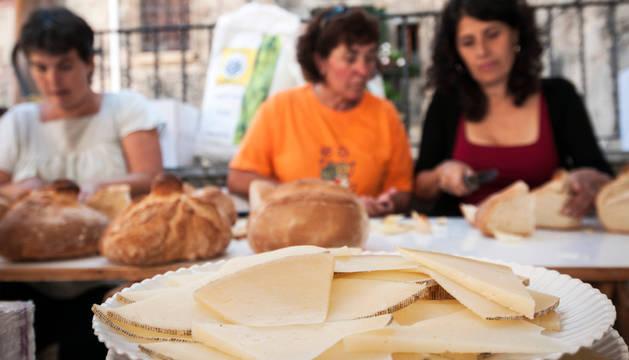 La jornada del domingo pretende fomentar el queso como uno de los atractivos de Roncal.