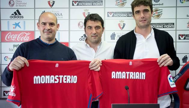 Cesar Monasterio y Sergio Amatriain junto a Braulio en la rueda de prensa