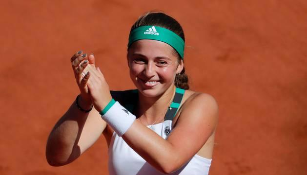 Jelena Ostapenko celebra su victoria en la final de Roland Garros.
