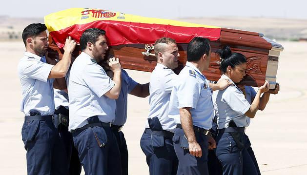 Llega a España el cuerpo de Ignacio Echeverría, que será enterrado este domingo