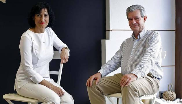 A la izquierda, Desirée Arellano junto a Rufino Lasaosa, emprendedores con el proyecto Kapitana.
