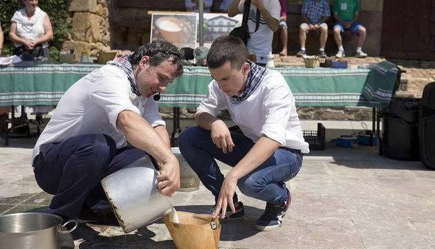 Fotos del día de la cuajada en Arraitz, una fiesta de difusión de un manjar y un estilo de vida apegado a la tierra