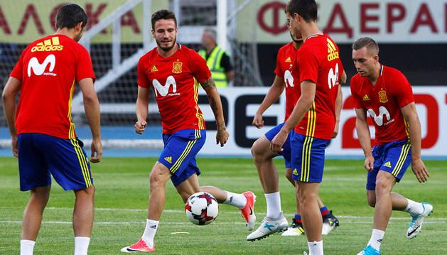 España quiere asegurar el liderato antes de recibir a Italia