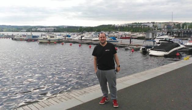 Foto de Iñigo Rípodas, hace tres días, en el puerto del lago de Jyväskylä, ciudad finesa en la que vive y trabaja.