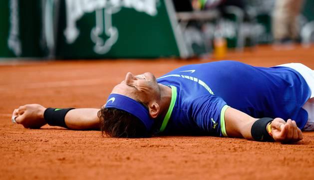 Rafael Nadal celebra su triunfo en París.