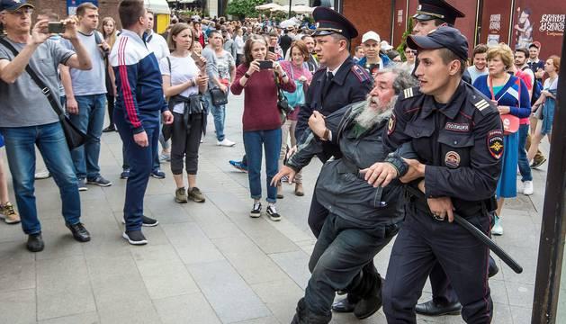 Enfrentamientos entre la policía y manifestantes contra Putin en Moscú