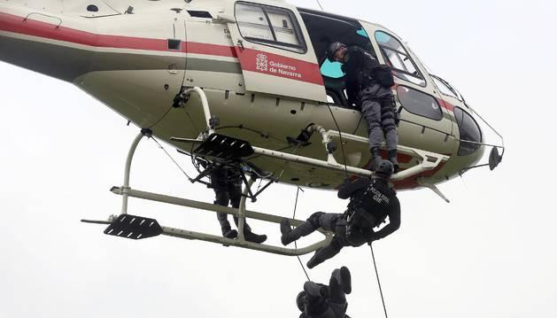 Foto de agentes de Intervención Especial de Policía Foral, en una práctica.