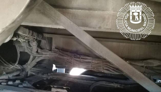 Un menor marroquí viaja de Sevilla a Madrid en los bajos de un autobús