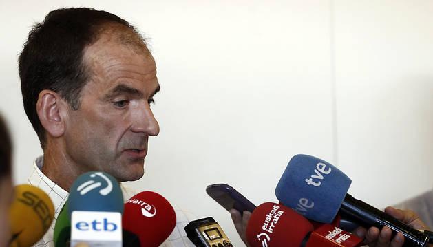 El director gerente de la Hacienda Tributaria de Navarra, Luis Esáin, este martes en declaraciones a los medios.