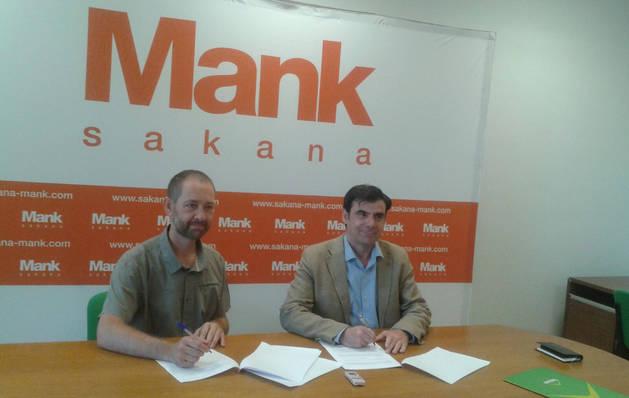 Imagen de la firma entre ANEL y la Agencia de Desarrollo de Sakana.