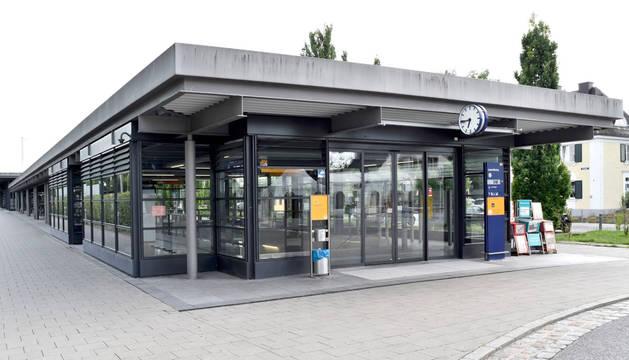 Estación de trenes de la pequeña localidad alemana de Unterföhring.