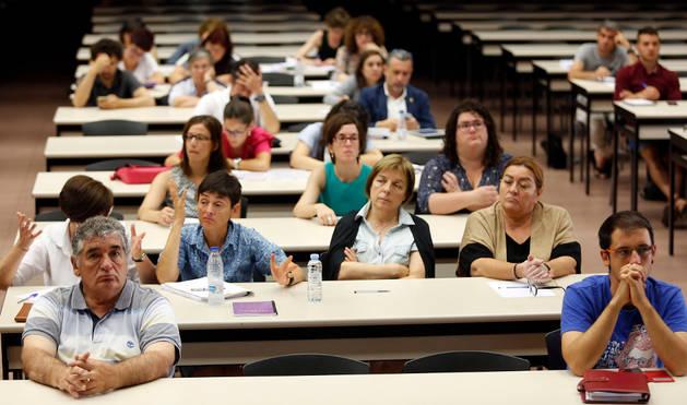 Foto de profesionales del ámbito social participaron ayer en las jornadas celebradas en la UPNA.