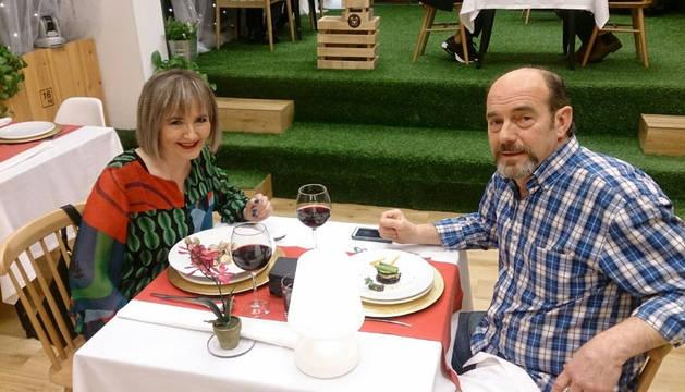 Imagen de Nieves Loinaz y José en el programa 'First dates', emitido el lunes.