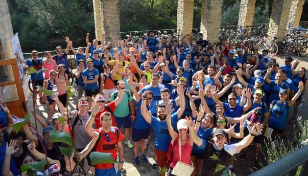 Imagen de todos los equipos participantes en el Raid justo antes de salir.