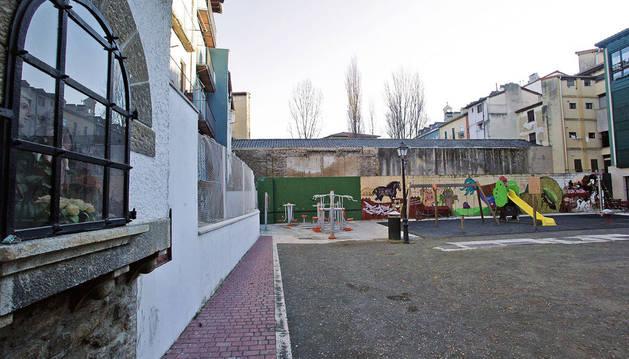 Derribar Muebles Apesteguía en la plaza Santa Ana costará 60.000 €