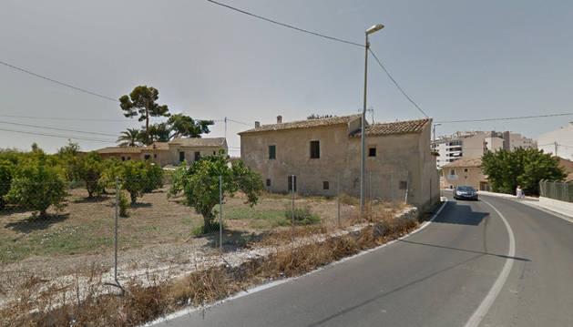 Imagen de la carretera deFinestrat, en Villajoyosa, donde ha ocurrido el incendio.