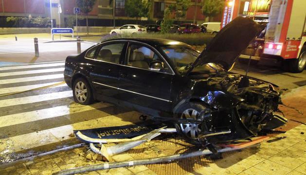 Estado en el que quedó el vehículo accidentado en Sarriguren.