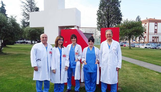 De izda. a dcha.: José Marzo Virto, Pilar Salvador Egea, Ana Hernando Sanz (Residente de cirugía), Maria Diaz Tobarra y Jose Maria Bordas Rivas.