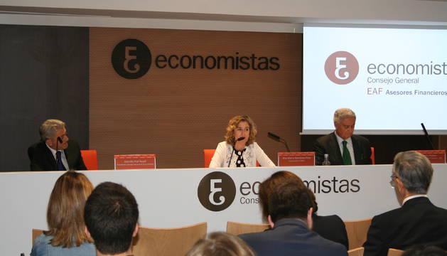 El Consejo General Económico presentando sus observaciones.