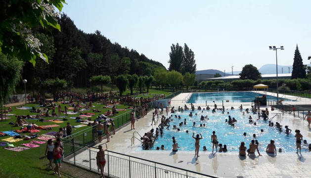 Abiertas todas las piscinas exteriores tras unos días de colas para acceder a la piscina mediana