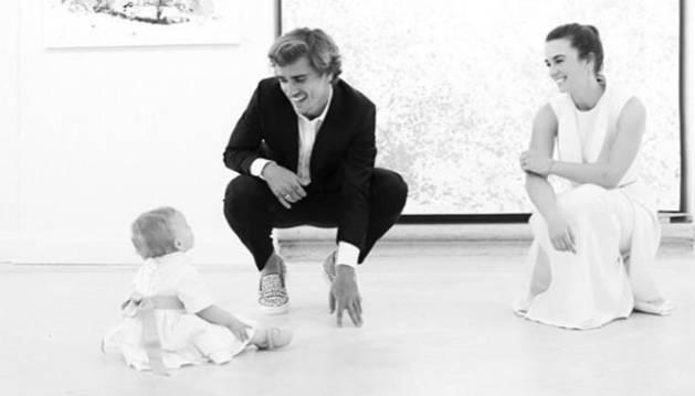 Griezmann, Erika Choperena y su hija.