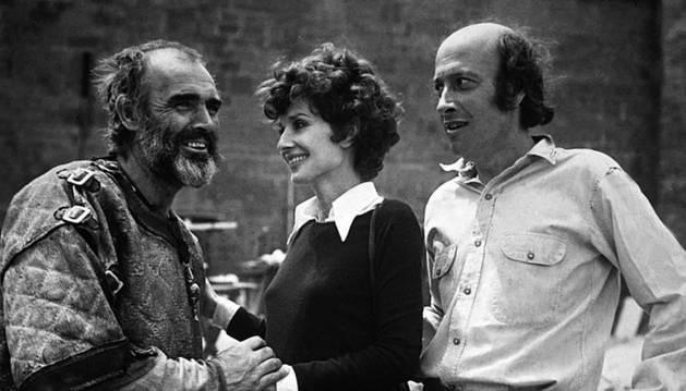 Sean Connery, Audrey Hepburn y el director Richard Lester durante el rodaje de Robin y Marian.