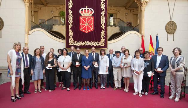 Barkos reconoce el espíritu emprendedor de los premiados con la Cruz Carlos III
