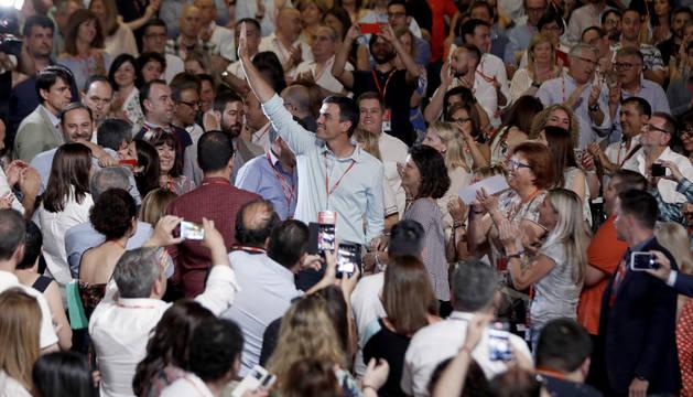 El líder del PSOE, Pedro Sánchez, aclamado a su llegada al 39 congreso federal de los socialistas